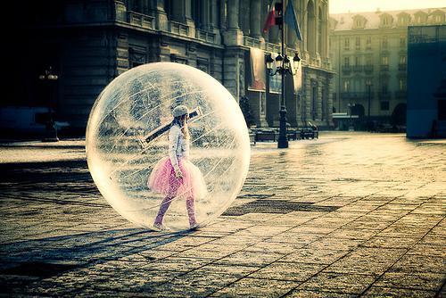 Crianças bolhas e os perigos da superproteção dos pais