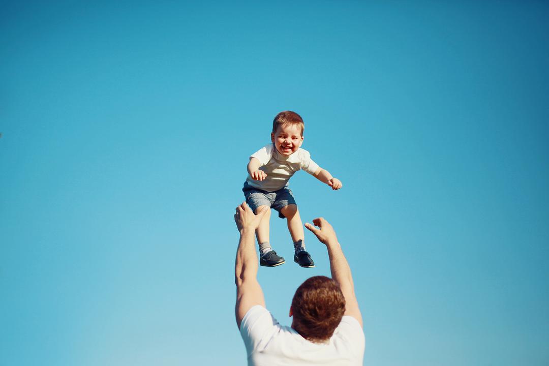 A singularidade dos pais humanos