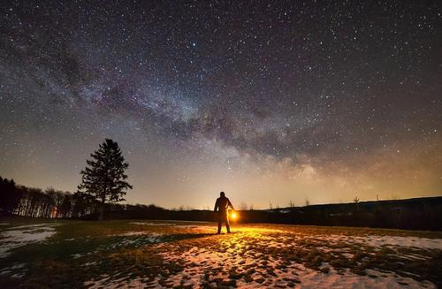 Ser o Centro do Universo ou fazer parte do Quadro?