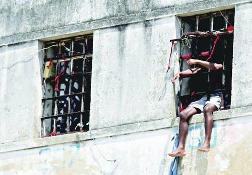 Como resolver o problema carcerário?